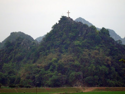Destruction d'une Croix à Hanoï... Croixhanoi