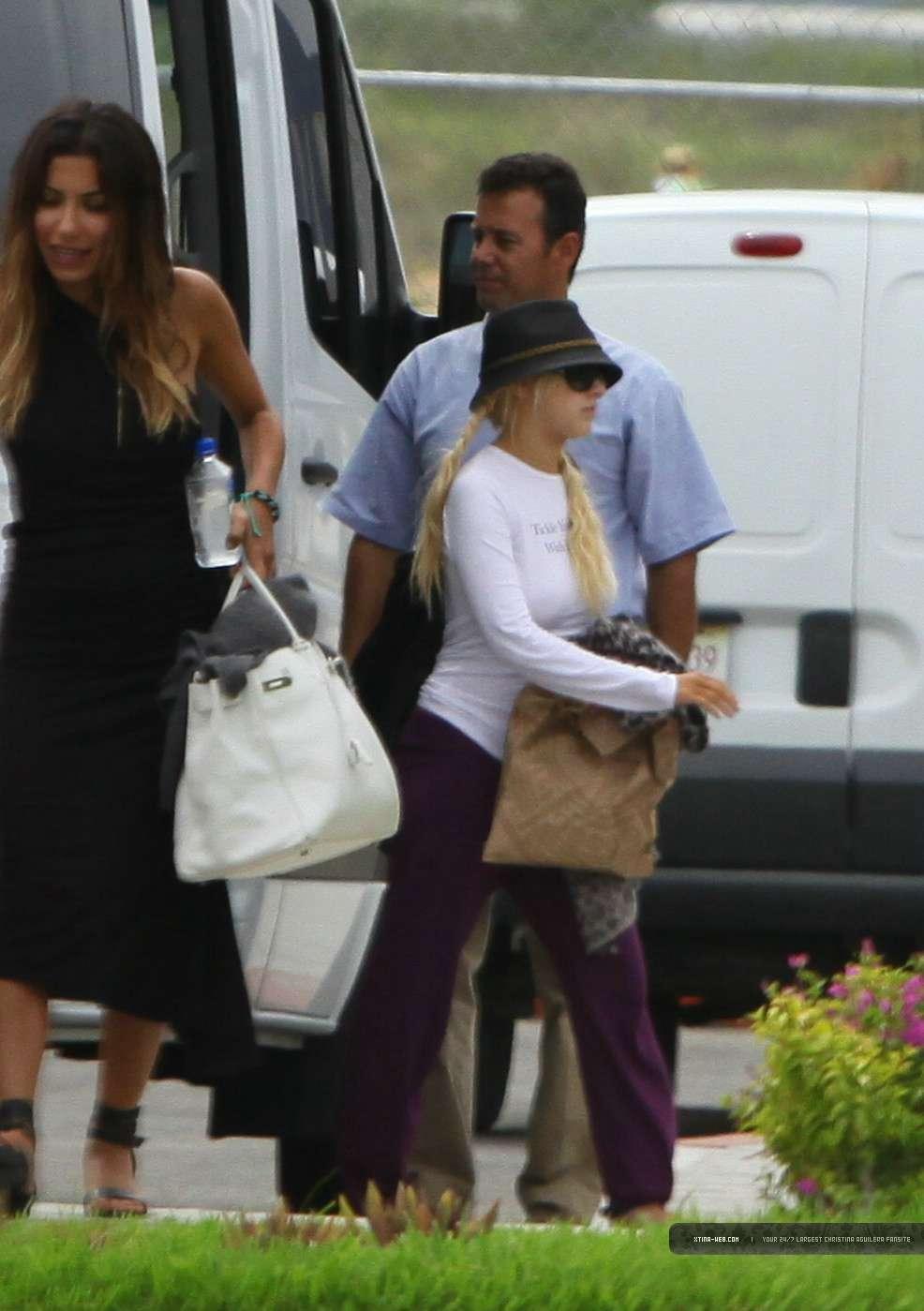 [FOTOS] Nicole Richie con Christina Aguilera en un restaurante en México (19-20-Sep) 03