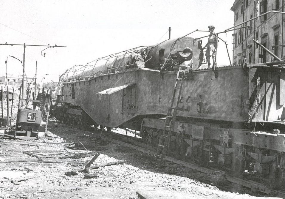 Topčina na RI kolodvoru (1945.) Robert%2BHASM