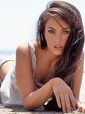 PONLE CARA A. . . . LAS SHELLANS DE LA HERMANDAD. - Página 5 Megan-Fox-for-Armani-Underwear-2