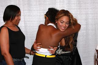 Meet & Greet Pics - Page 3 Beyonce1