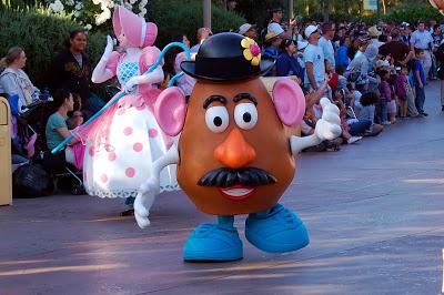 Monsieur Patate - Page 8 Mr_potato_head_pixar_disneyland_parade