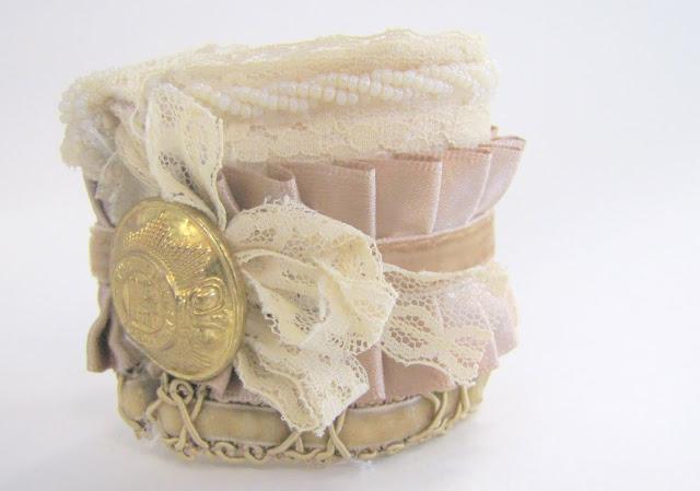 Браслет-манжета из ткани, лент и кружев IMG_8403
