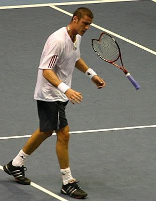 Marat Safin Safin-breaks-racquet