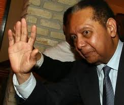 ROMEO HALLOUN ET CONSORTS MONTENT AU BARRICADE POUR DEFENDRE JN-CLAUDE DUVALIER Duvalier