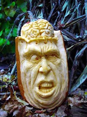 பூசணியில் செதுக்கப்பட்ட வியக்கத்தக்க உருவங்கள்  Pumpkin-carvings-17