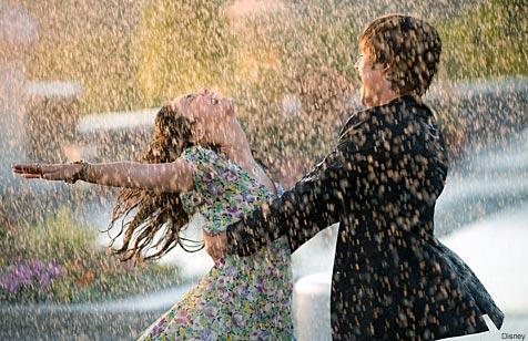 استمع لصوت المطر♥ Dancing-in-the-rain2