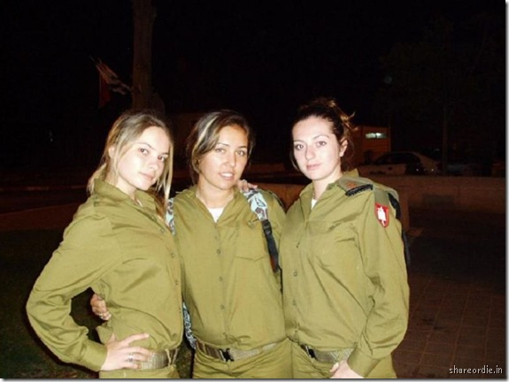 soldates du monde en photos - Page 5 Girl%2BSoldiers%2BFrom%2BIsrael%E2%80%99s%2BArmy%2B18