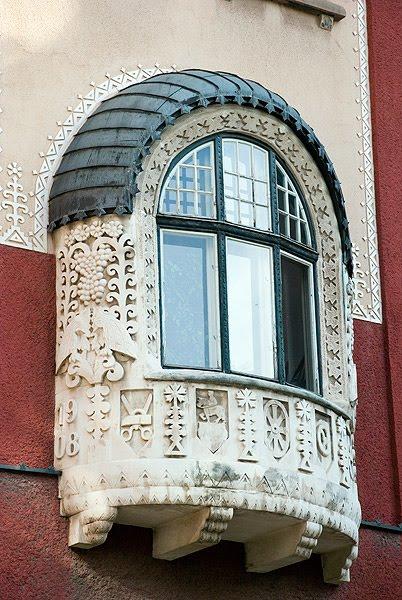 Prozori koji govore - Page 3 Subotica-skupstina-grada-detalj-prozori