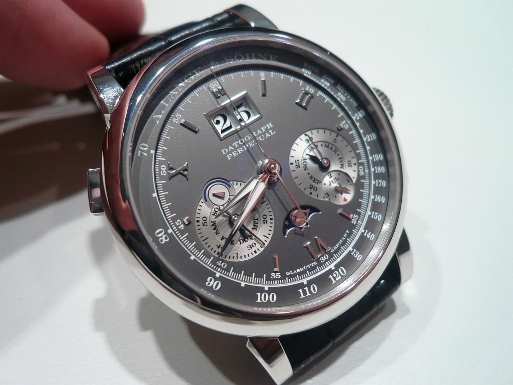 Patek Philippe représente-t-il toujours le must horloger ? - Page 4 Geneva0109-0871