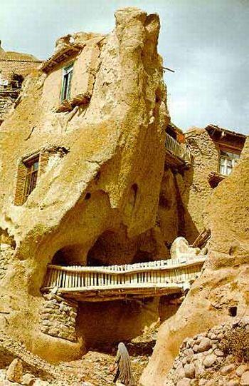 بيوت منحوته في الجبال Village%20in%20Afghanistan%2013