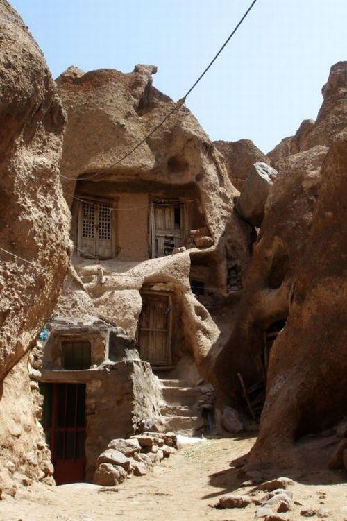 بيوت منحوته في الجبال Village%20in%20Afghanistan%2008
