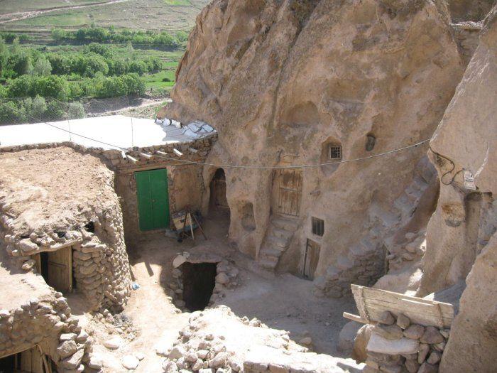 بيوت منحوته في الجبال Village%20in%20Afghanistan%2006