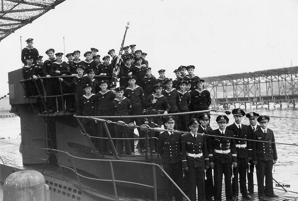 photos de sous-marin et de leur équipage U-476%2Bcrews%2Bat%2BKiel%2B28.5.43