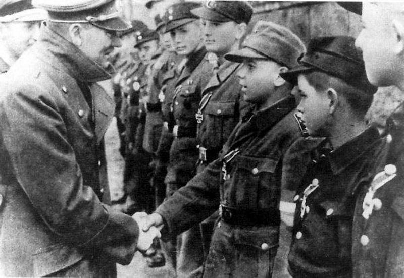 BERLIN. 1945 Hitler%2Blast%2Bofficial%2Bphoto.%2Bawards%2BIron%2BCross%2Bto%2BHitlerjugend%2Bon%2Bhis%2B56th%2Bbirthday%2B20.4.45b