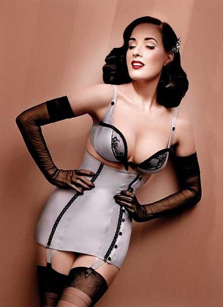 Dia Von Tesse - vũ nữ thoát y nổi tiếng nhất mọi thời đại Dita-von-teese-new-wonderbra-line