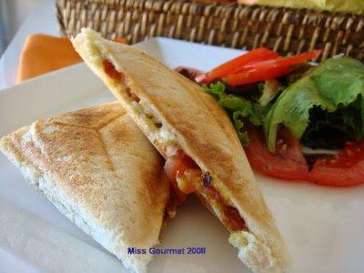 Tosta de tomate, mozzarella e pesto Imagem1