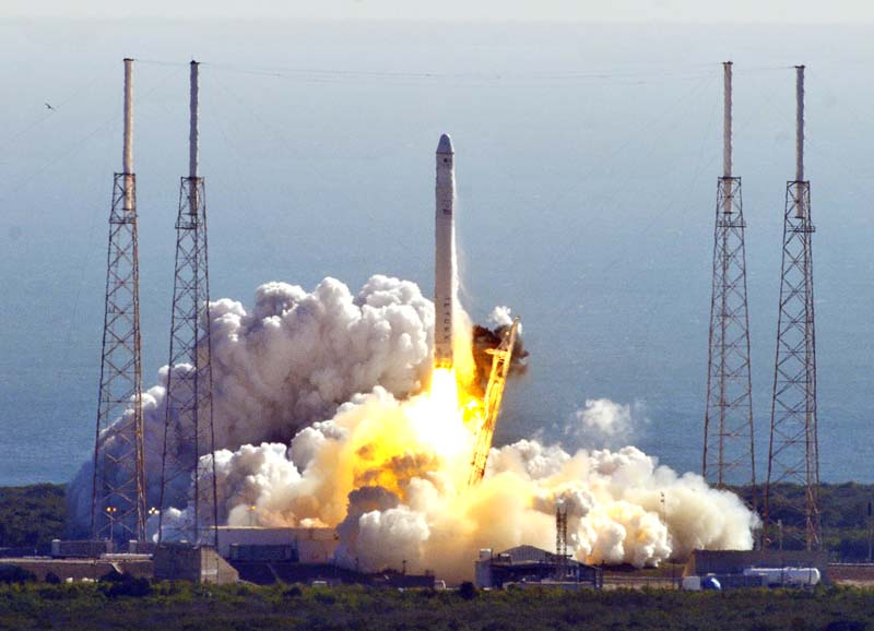 Falcon 9 / Dragon (vol COTS 1) (08/12/2010) - Page 4 Mrb%2BSpaceX%2Blaunch%2B1