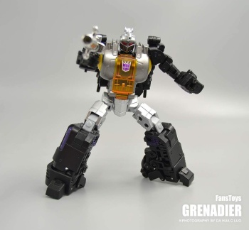 [Fanstoys] Produit Tiers - Jouet FT-12 Grenadier / FT-13 Mercenary / FT-14 Forager - aka Insecticons - Page 2 CGhZeOIm