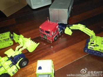 [Toyworld] Produit Tiers - Jouet TW-C Constructor aka Devastator/Dévastateur (Version vert G1 et jaune G2) - Page 4 CKj2E2SG