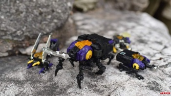 [Fanstoys] Produit Tiers - Jouet FT-12 Grenadier / FT-13 Mercenary / FT-14 Forager - aka Insecticons - Page 2 HHSgI76D