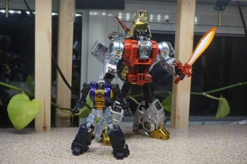 [Fanstoys] Produit Tiers - Jouet FT-12 Grenadier / FT-13 Mercenary / FT-14 Forager - aka Insecticons - Page 2 HrLb1hCb