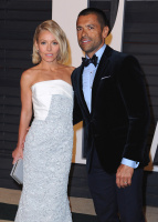 """Kelly Ripa """"2015 Vanity Fair Oscar Party hosted by Graydon Carter at Wallis Annenberg Center for the Performing Arts in Beverly Hills"""" (22.02.2015) 48x  KPqSsUQU"""