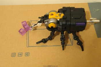 [Fanstoys] Produit Tiers - Jouet FT-12 Grenadier / FT-13 Mercenary / FT-14 Forager - aka Insecticons - Page 2 OoPDqHzg