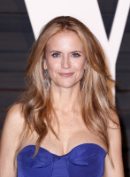 """Kelly Preston """"2015 Vanity Fair Oscar Party hosted by Graydon Carter at Wallis Annenberg Center for the Performing Arts in Beverly Hills"""" (22.02.2015) 46x  VgM5jcAY"""