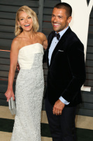 """Kelly Ripa """"2015 Vanity Fair Oscar Party hosted by Graydon Carter at Wallis Annenberg Center for the Performing Arts in Beverly Hills"""" (22.02.2015) 48x  AoeoFt2Q"""