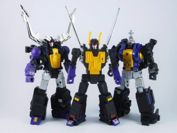 [Fanstoys] Produit Tiers - Jouet FT-12 Grenadier / FT-13 Mercenary / FT-14 Forager - aka Insecticons - Page 4 GWxzwiqA