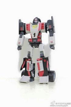 [DX9 Toys] Produit Tiers - UT-D01 Salmoore (aka Cykill des GoBots) + 003C Cocomone (aka Crasher/Démo des GoBots) IzT7J9n2