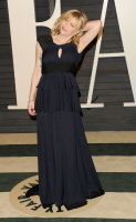 """Courtney Love """"2015 Vanity Fair Oscar Party hosted by Graydon Carter at Wallis Annenberg Center for the Performing Arts in Beverly Hills"""" (22.02.2015) 49x NErYptjN"""