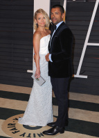 """Kelly Ripa """"2015 Vanity Fair Oscar Party hosted by Graydon Carter at Wallis Annenberg Center for the Performing Arts in Beverly Hills"""" (22.02.2015) 48x  Qq01fdSy"""