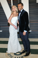 """Kelly Ripa """"2015 Vanity Fair Oscar Party hosted by Graydon Carter at Wallis Annenberg Center for the Performing Arts in Beverly Hills"""" (22.02.2015) 48x  T7GSQGOa"""
