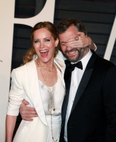 """Leslie Mann """"2015 Vanity Fair Oscar Party hosted by Graydon Carter at Wallis Annenberg Center for the Performing Arts in Beverly Hills"""" (22.02.2015) 126x  VxZXn1zn"""