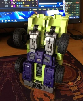 [Toyworld] Produit Tiers - Jouet TW-C Constructor aka Devastator/Dévastateur (Version vert G1 et jaune G2) - Page 6 WuGRvPh2