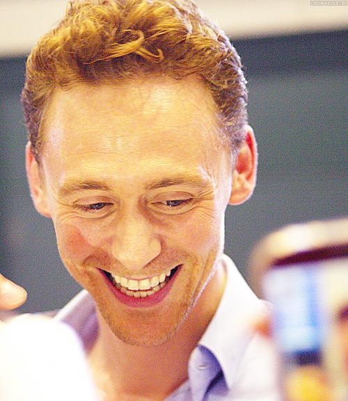 Kedvenc képeink Tom Hiddlestonról - Page 2 Tumblr_muq1htvoHZ1qhtpi8o2_r1_500