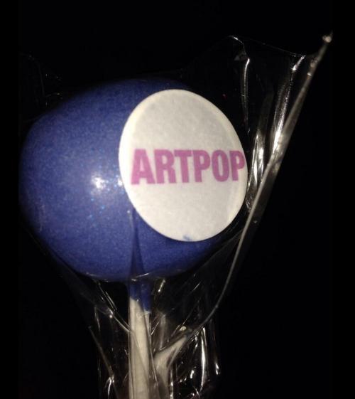 Lady Gaga >> artRave [10/11/13] Tumblr_mw2we8a8dK1qhwhn8o1_500