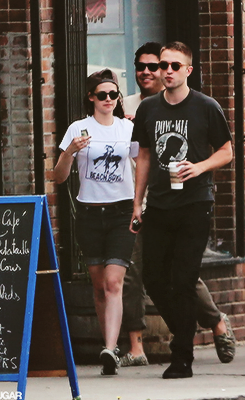 Kristen Stewart & Robert Pattinson - Page 20 Tumblr_mkqwirJvfn1qdrrc1o1_250