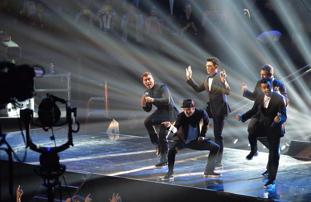 MTV VMAs >> 3 premios + Vídeo del año y actuación de la noche (pág. 1) - Página 4 Tumblr_ms4w9331Jn1qgk0h5o5_1280