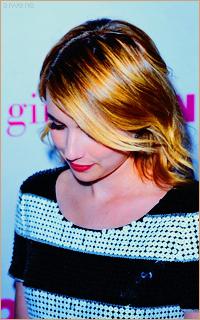Emma Roberts Tumblr_mvdwcagVYW1sqfh33o6_250
