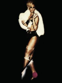Fotos anteriores de Rihanna [3] > Apariciones, Photoshoots... Tumblr_mkfho9DDyW1rw3lrno3_250