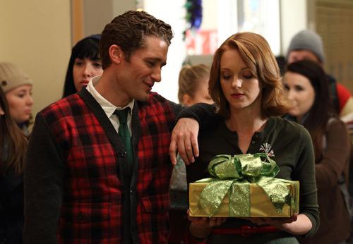 2x10 - A Very Glee Christmas Tumblr_lcrhowFrHl1qa9d23o1_500