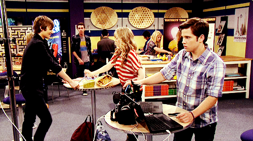 iCarly [serial]. - Page 39 Tumblr_ljfp83rPkf1qg64bjo1_500