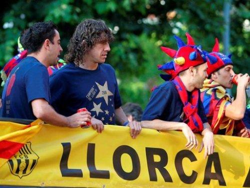 السعادة تغمر لاعبي برشلونة صور جميلة جدا الاحتفال باللقب  Tumblr_ll5doxZ7nV1qdxgrdo1_500