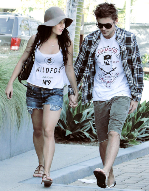 Zac Efron si Vanessa Hudgens. Tumblr_lmm8agMd1x1qhx91co1_500