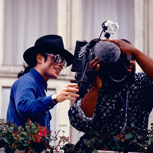 Raridades: Somente fotos RARAS de Michael Jackson. - Página 4 Tumblr_lyh4t57Da51r1hcnjo2_500