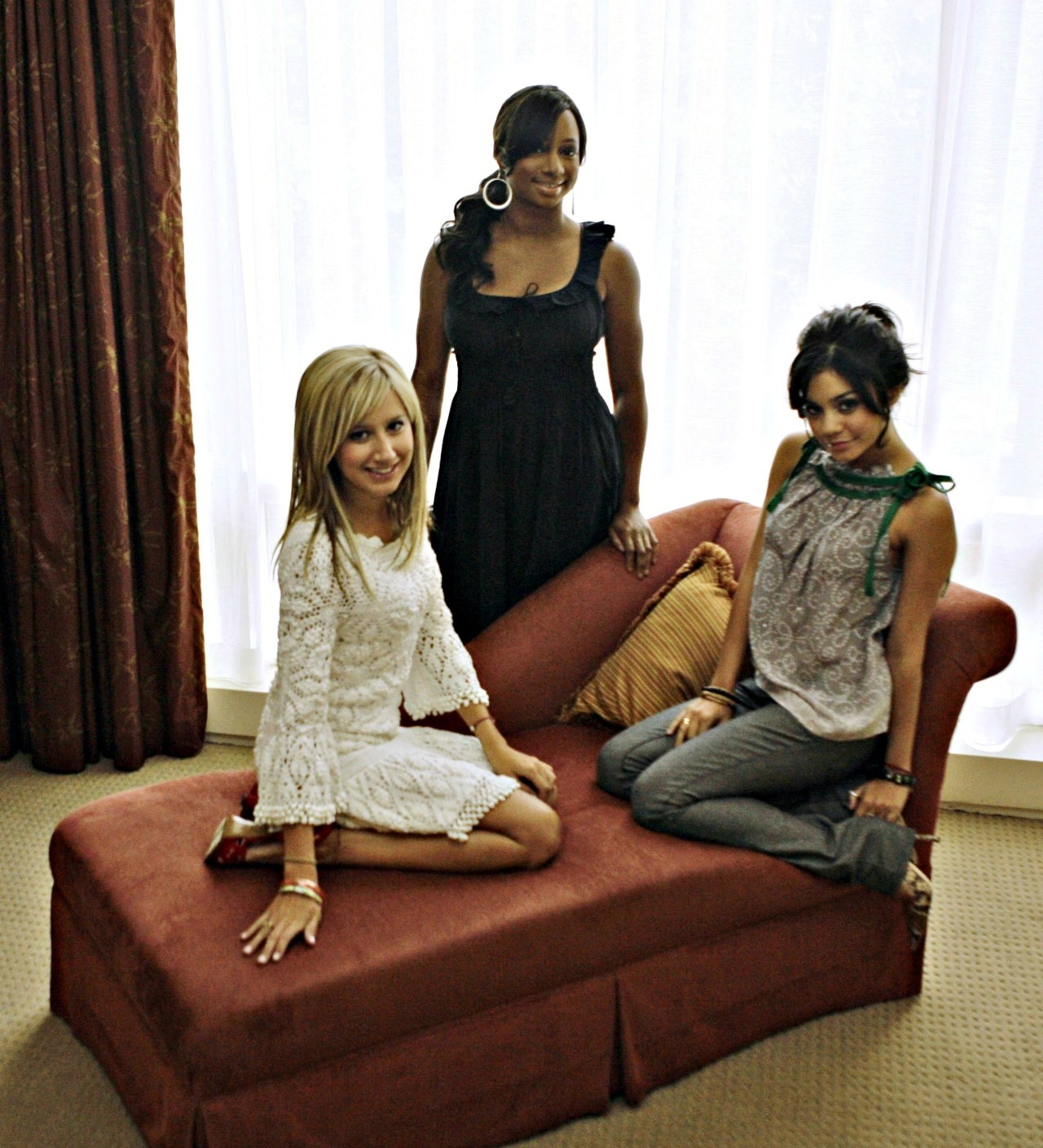Ashley Tisdale and Vannesa Hudgens - Page 5 Tumblr_lz4xtebJHW1ro20qso1_1280