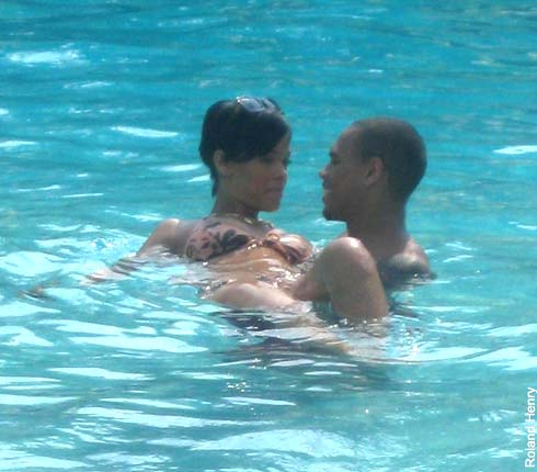 Chris Brown and Rihanna. Tumblr_lzkqd9Acqu1r2789go8_500